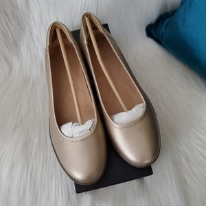 Naturalizer Flexy Champagne Gold Leather Flats 8M